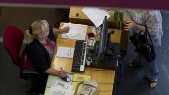 Pratteln braucht mehr Angestellte in der Verwaltung – unter anderem wegen der steigenden Zahl an Sozialhilfebezügern. (Symbolbild)