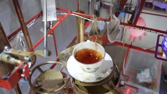 Es funktioniert: Peter Browne demonstriert seine «Sonntagszmorge-Maschine».