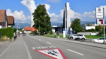 Die Oberdorfstrasse in Däniken soll eine neue Deckschicht erhalten.