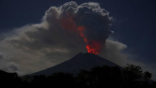 Vulkan legt Flughafen auf Bali lahm