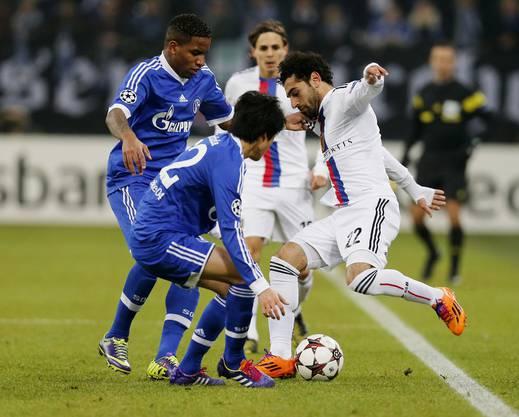 Salah wird gleich von zwei Gegenspielern bewacht