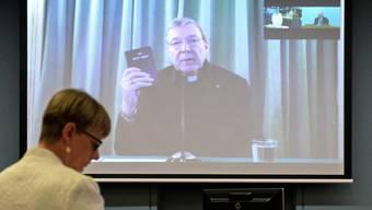 George Pell, Kardinal der katholischen Kirche aus Australien, musste einer Untersuchungskommission der australischen Regierung Auskunft zum Thema Kindesmissbrauch geben. Er war der Kommission per Video aus Rom zugeschaltet. Für den Papst wird er je länger je mehr zur Belastung.
