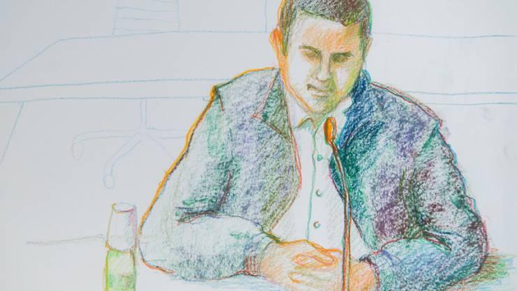 Der 26-jährige Mann während der Verhandlung: Das Bundesstrafgericht in Bellinzona verurteilte ihn zu einer bedingten Freiheitsstrafe. (Gerichtszeichnung)