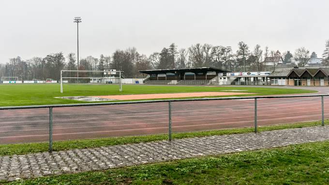 Der Kunstrasen soll auf dem Platz südlich des Hauptspielfeldes realisiert werden.