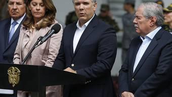 """""""Dieser Anschlag wird nicht ungesühnt bleiben"""", sagte Kolumbiens Präsident Iván Duque (Mitte)."""