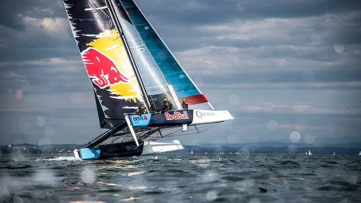 Der Katamaran von Roman Hagara und Hans Peter Steinacher segelt mit bis zu 40 Knoten über den Bodensee.
