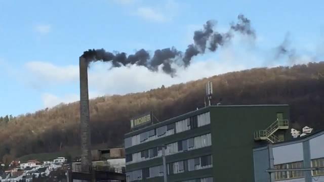 «... 2. Januar 12.15 Uhr – das Fournierwerk in #Döttingen fängt das neue Jahr an, wie es das alte Jahr aufgehört hat. Mit viel Rauch und Umweltverschmutzung in der Mittagspause!»