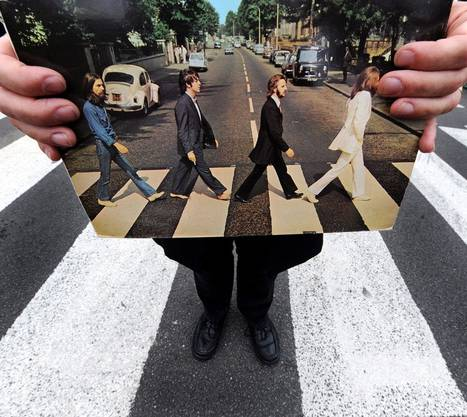 So sieht das legendäre Original aus: Ein Beatles-Tourguide posiert zum 40-jährigen Jubiläum des Albums auf der Abbey Road in London