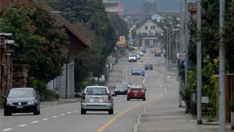 17000 Autos fahren täglich auf der Badenerstrasse durch Fislisbach. (Archiv)