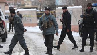 Polizei am Ort des Selbstmordanschlags in Kabul.