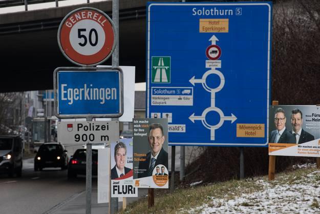 Kandidaten im Schilderwald.