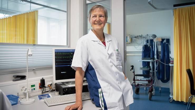 Sie kam aus Samos zurück mit einem Gefühl, mehr bekommen als gegeben zu haben. Die Pflegefachfrau Cécile Gretler an ihrem Arbeitsort, der Überwachungsstation des Spitals Heiden.