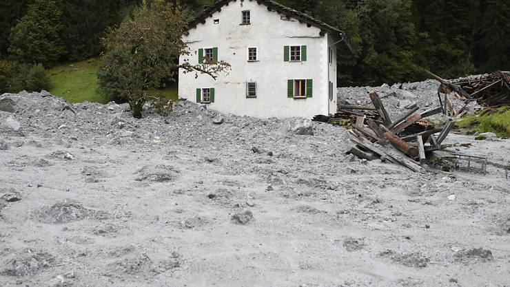 Die Auswirkungen des Klimawandels werden in einem neuen Forschungszentrum in Davos untersucht. Folgen der Erwärmung waren beispielsweise der Bergsturz und die Murgänge im August 2017 in Bondo im Bergell (Archivbild).