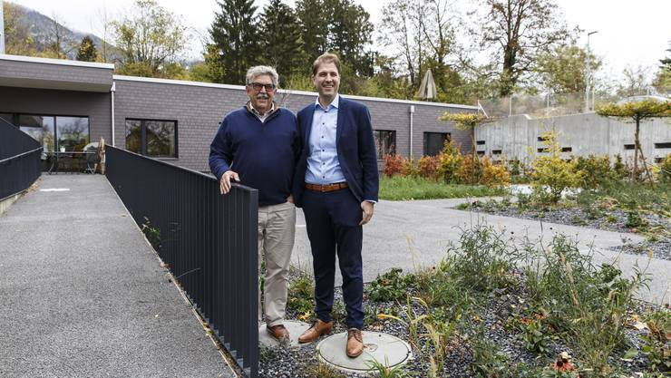 Sunnepark Grenchen. von links: Solviva Verwaltungsratspräsident Willi Gyger und CEO Christian Gyger vor dem neuen Demenzgarten.