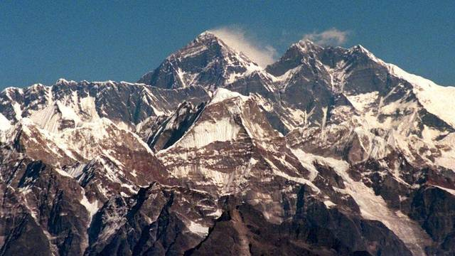 Wie hoch ist der Mount Everest (Mitte) wirklich? (Archiv)