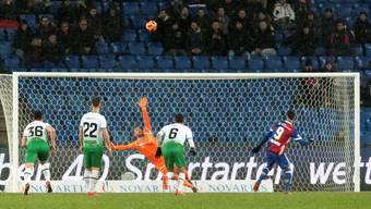 «Wahrscheinlich ist der Ball immer noch unterwegs», scherzte Ricky van Wolfswinkel über seinen Penalty. Zum Lachen hatte er sonst keine Gründe.