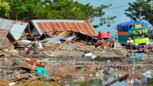 Hunderte Tote nach Erdbeben und Tsunami in Indonesien