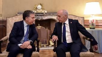 Bundesrat Ueli Maurer (rechts) am Treffen mit dem argentinischen Finanzminister Nicolás Dujovne in Buenos Aires.