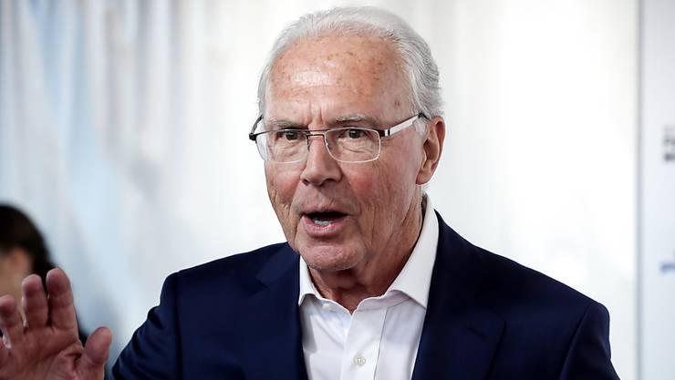 Franz Beckenbauer, 74, als Zuschauer in einem Fussballstadion. Den Auftritt in einem Gerichtssaal hingegen meidet er.