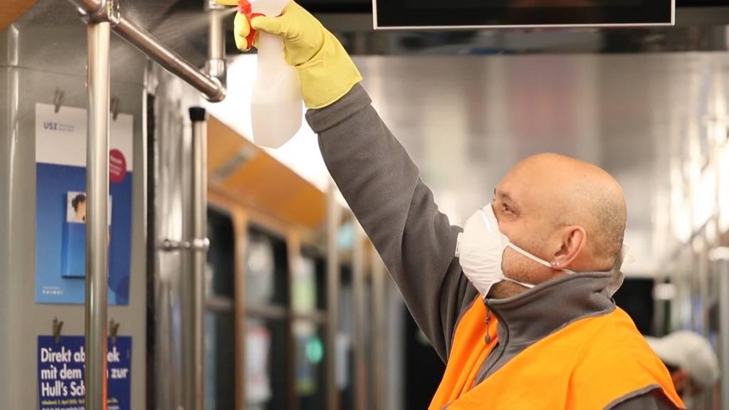 Trams und Busse werden jetzt täglich desinfiziert