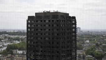 Der völlig ausgrbrante Grenfell-Tower in London - bei der Brandkatastrophe kamen 71 Menschen ums Leben.