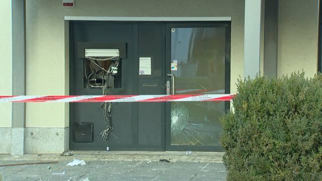 Bankomat gesprengt: Trümmerteile flogen bis zu 15 Meter weit