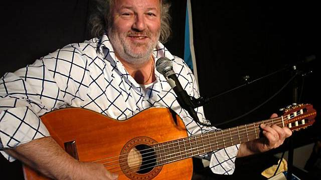 Geborener Aargauer: Komiker Peach Weber mit Gitarre (Archiv)