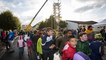 300 Schüler ziehen in Hunzenschwil Glocken auf