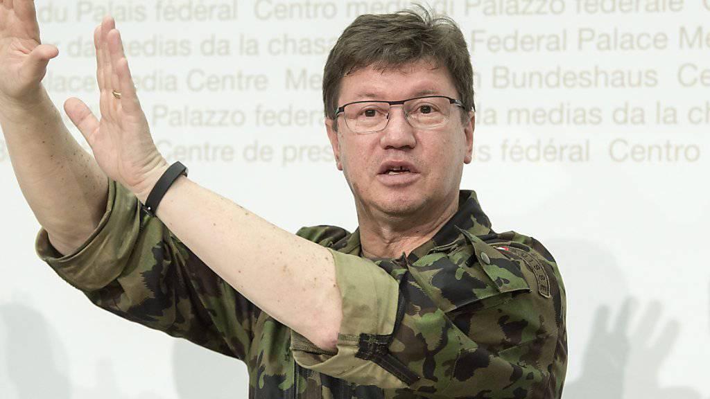 Luftwaffenkommandant Aldo Schellenberg sagte vor den Medien, er sei «persönlich sehr betroffen» von dem Unfall.