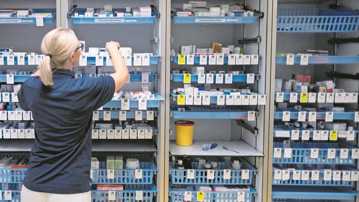 Der Mangel an verfügbaren Medikamenten schlägt auf die Gesundheitskosten – auch, weil die Margen zu tief werden. (Symbolbild/Keystone)