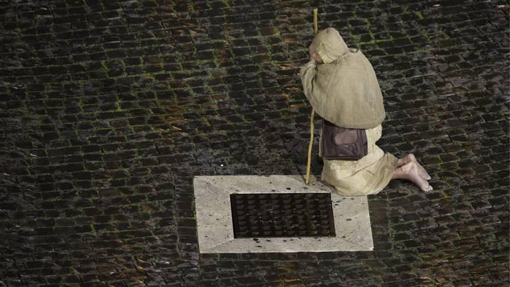 Ein Pilger auf dem Petersplatz