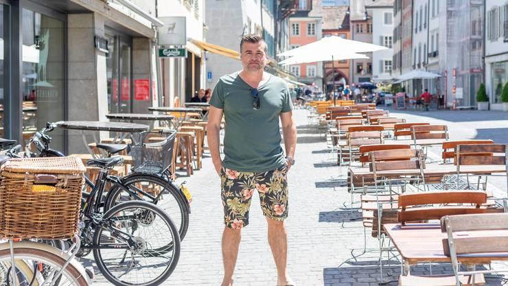 Gusti Burkart, Inhaber des Lokals, spricht von einer schwierigen Situation: Zwischen den Tischen draussen verlief bisher ein öffentlicher Fussweg.
