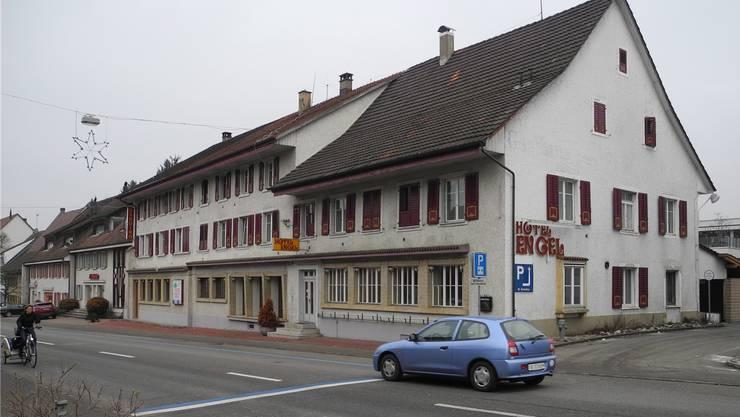 Das Hotel Engel an der Hauptstrasse bleibt noch einige Zeit stehen.