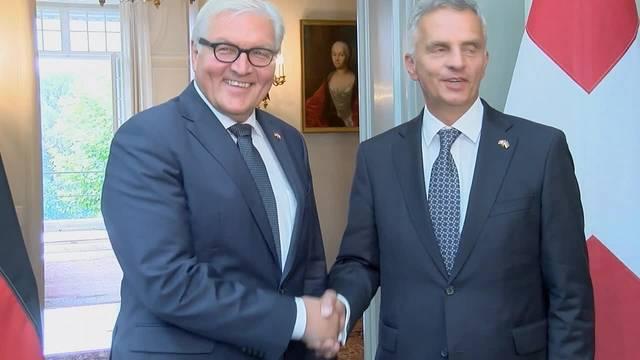 Didier Burkhalter empfängt Frank-Walter Steinmeier.