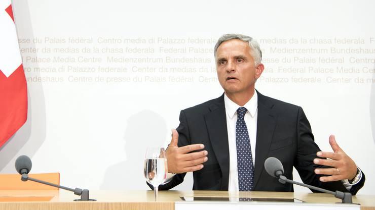 Didier Burkhalter hat an der Medienkonferenz über die Zukunft der Europa-Dossiers informiert.