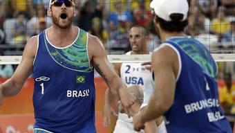 Finden immer besser zu ihrer Topform: die brasilianischen Beachvolleyball-Weltmeister Alison  (li.) und Bruno Schmidt