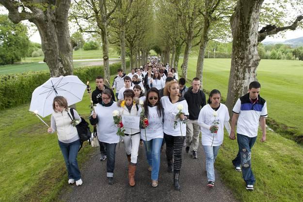 200 Personen am Schweigemarsch in Payerne VD zu Gedenken an Marie