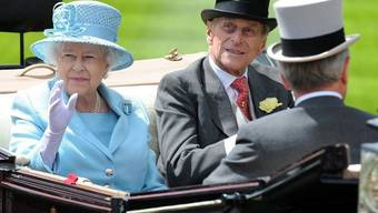 Kutschenkorso zum Autakt: Queen Elizabeth II. mit Ehemann Prinz Philip