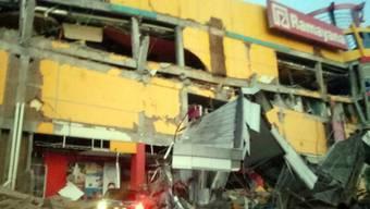 Zerstörte Schopping Mall in Donggala auf der indonesischen Insel Sulawesi.