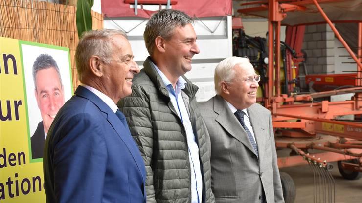Die Alt-Bundesräte Adolf Ogi und Christoph Blocher stehen stramm für die Wahlkampagne von Christian Glur.