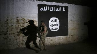 Drei Schweizer werden des Verstosses gegen das IS-Gesetz verdächtigt.