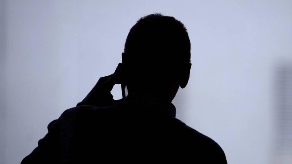 Abgehörte Handygespräche, Textnachrichten, Fotos und Videos - aus grossen Datenmengen müssen Ermittler relevante Informationen filtern. Ein Computerprogramm soll künftig dabei helfen. (Symbolbild)