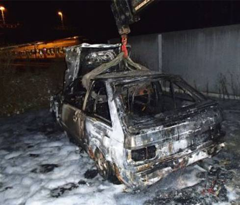 Zwei Tage vor dem Brand des Ford Fiestas brannte am Dienstag in Muri morgens um 4 Uhr ein weiteres parkiertes Auto vollkommen aus