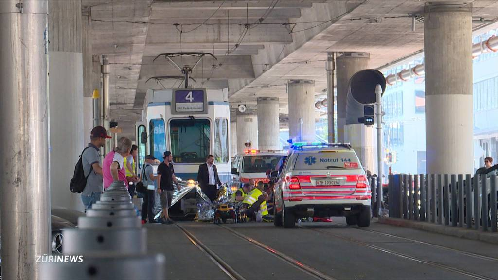 Velofahrerin nach Unfall mit Tram 4 schwer verletzt