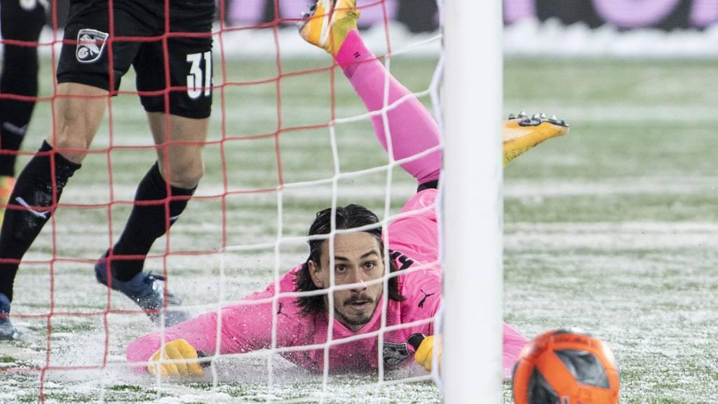 Hier zeigt GC-Goalie Mateo Matic die zweite von zwei Glanzparaden innerhalb weniger Sekunden