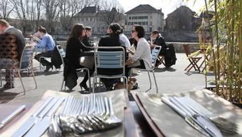 Bars und Restaurant (im Bild das Salzhaus) können bei der Stadt ein Gesuch für mehr öffentlichen Raum stellen. (Archiv)