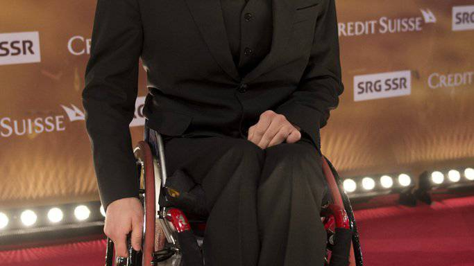 Der Schweizer Behindertensportler Marcel Hug auf dem roten Teppich vor den Credit Suisse Sports Awards in Zuerich am Sonntag, 13. Dezember 2015.