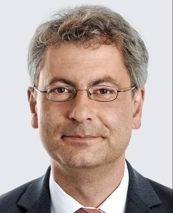 Pascal Hollenstein (47) ist Leiter Publizistik der NZZ-Regionalmedien und designierter Leiter Publizistik des Joint Ventures mit den AZ Medien. Der Historiker war zuvor stellvertretender Chefredaktor der «NZZ am Sonntag», zu deren Gründungsteam er gehörte. Er wohnt mit Familie in Zürich.