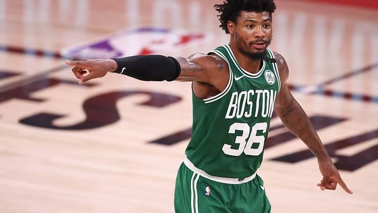 Marcus Smart von den Boston Celtics dirigiert das Spiel.