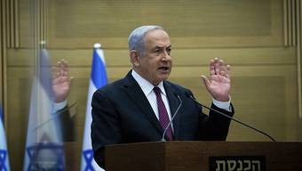 Benjamin Netanjahu, Ministerpräsident von Israel, gibt vor seiner Partei eine Erklärung ab. Foto: Yonatan Sindel/Pool Flash 90/dpa
